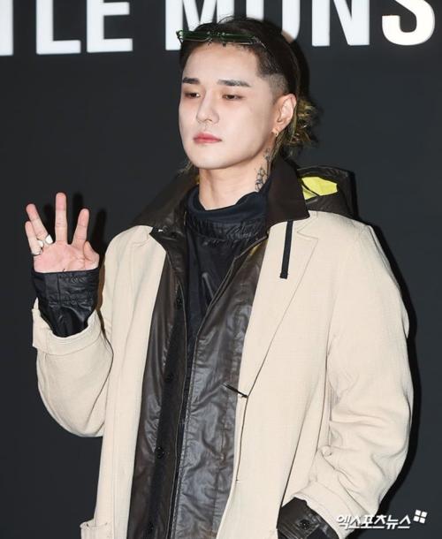 Nam ca sĩ underground DEAN. Anh vừa có màn hợp tác với Sulli trong ca khúc Dayfly hồi cuối 2018.