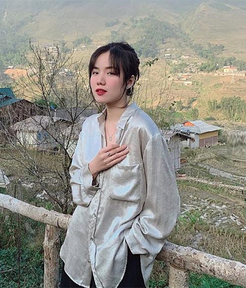 Lượng người theo dõi của Phương Ly càng tăng lên khi cô nàng thành công với các sản phẩm âm nhạc. Cách ăn mặc của nữ ca sĩ nhờ đó mà càng tạo bão.
