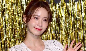 Yoon Ah được khen thần thái 'ngời ngời' từ fashion show đến sân bay