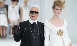10 thiết kế kinh điển làm nên tên tuổi 'bố già' Karl Lagerfeld