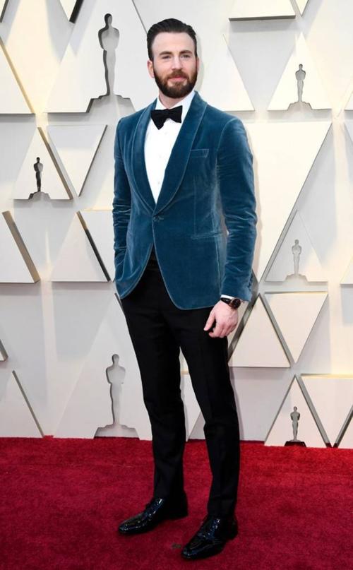 Chris Evans bảnh bao trên thảm đỏ.