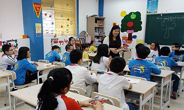 TS Vũ Thu Hương trong một buổi học về giáo dục giới tính.