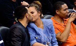 Chuyên gia ngôn ngữ cơ thể phân tích những nụ hôn kỳ quặc nhất của sao Hollywood