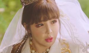 Giữa tâm bão của YG, Park Bom tung MV comeback