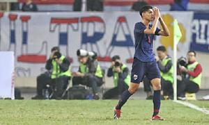 Supachai Jaided đấm vào mặt Đình Trọng, người hâm mộ Thái Lan xin lỗi