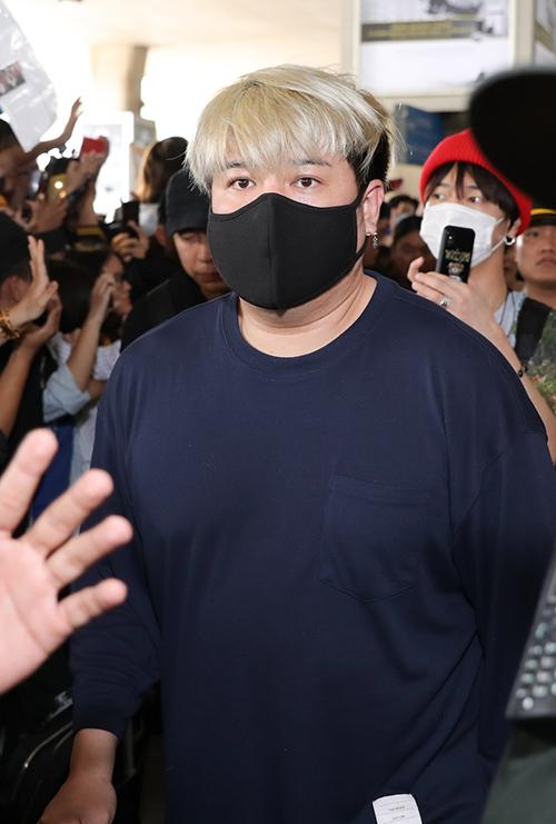 Super Junior trùm kín mít làm loạn ở sân bay Tân Sơn Nhất - 3