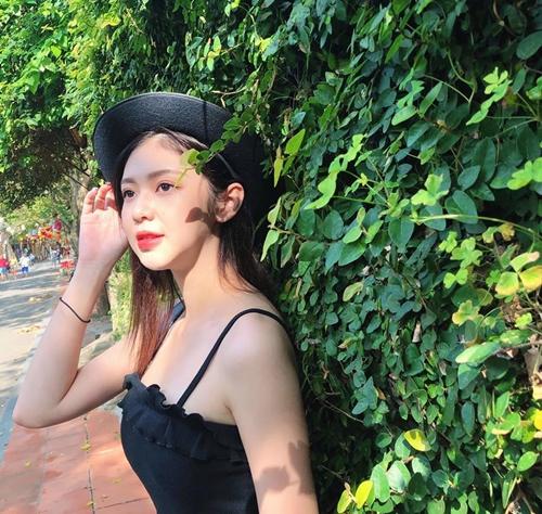 Vẻ gợi cảm của bạn gái tin đồn Trịnh Thăng Bình - 8