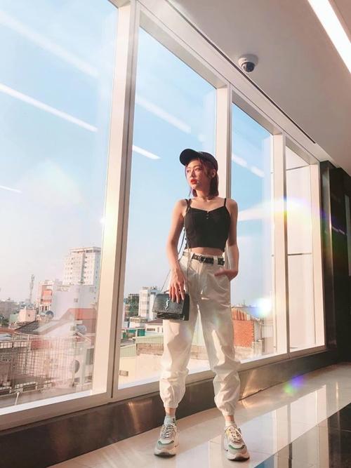 Vẻ gợi cảm của bạn gái tin đồn Trịnh Thăng Bình - 7
