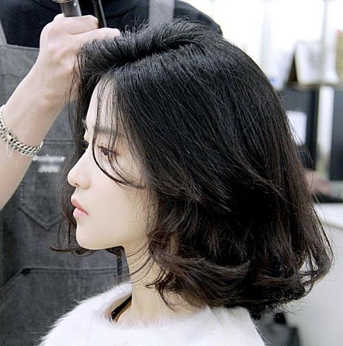 Netizen xuýt xoa khen ngợi diện mạo mới của người đẹp họ Kim. Thậm chí, một cơn sốt cắt tóc bob đã phủ sóng nhiều salon tại Hàn Quốc nhờ hiệu ứng từ cô nàng.