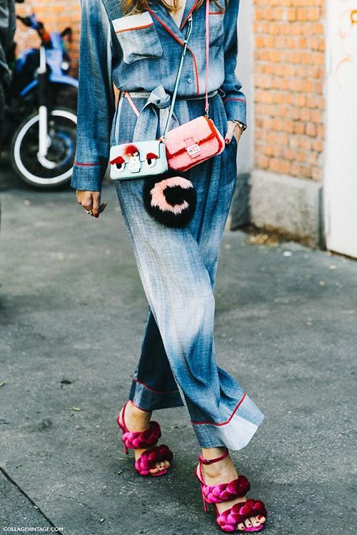Trước đây, nhiều fashionista cũng từng thử nghiệm lối đeo túi độc đáo này. Tuy nhiên họ thường phải mix túi xách đến từ các thương hiệu khác nhau...