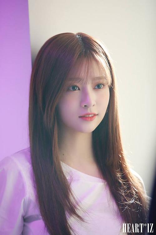 Min Joo được chính các thành viên bình chọn là visual của IZONE. Cô nàng nâng tâm nhan sắc chỉ nhờ việc cắt mái.
