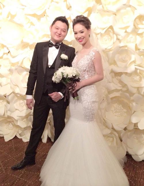 Ngày 15/6/2014, Trà My Idol lên xe hoa cùng bạn trai thiếu gia. Cô cũng mặc chiếc váy cưới do NTK Chung Thanh Phong thiết kế riêng. Nhiều nguồn tin tiết lộ, váy cưới đính 3.000 viên pha lê cầu kỳ của giọng ca Cần lắm có giá trị không dưới 200 triệu đồng.