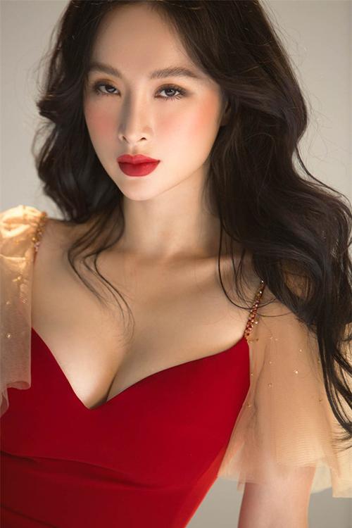 Ở tuổi 24, Angela Phương Trinh ngày càng quyến rũ, đằm thắm.