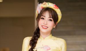 Phương Nga đẹp yêu kiều với áo dài