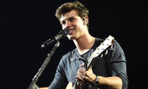 Shawn Mendes - chàng trai mộc mạc ôm guitar và hát