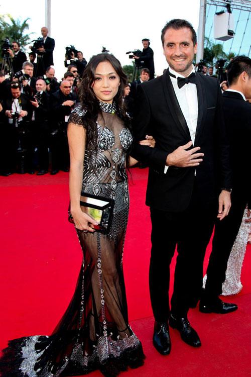 Tina Tình cũng diện thiết kế đầm mỏng manh khoe thân khá táo bạo.