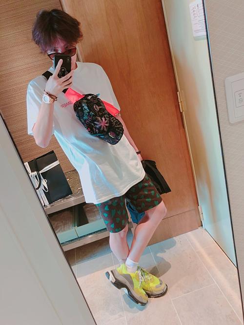 Mới đây, một bài viết trên Naver có tiêu đề J-Hope, chàng trai sinh ra để làm biểu tượng thời trang gây chú ý.