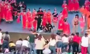 Bé gái Trung Quốc tử vong vì sân khấu sập trong buổi tổng duyệt