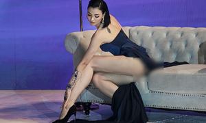 Diện váy ngắn cũn, Hồng Quế lộ vòng ba trên sàn diễn