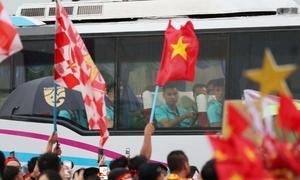 King's Cup 2019: CĐV reo hò lớn khi tuyển Việt Nam đến sân trước giờ G