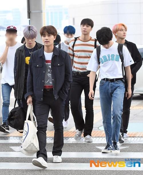 Các chàng trai NCT lên đường sang Philippines.