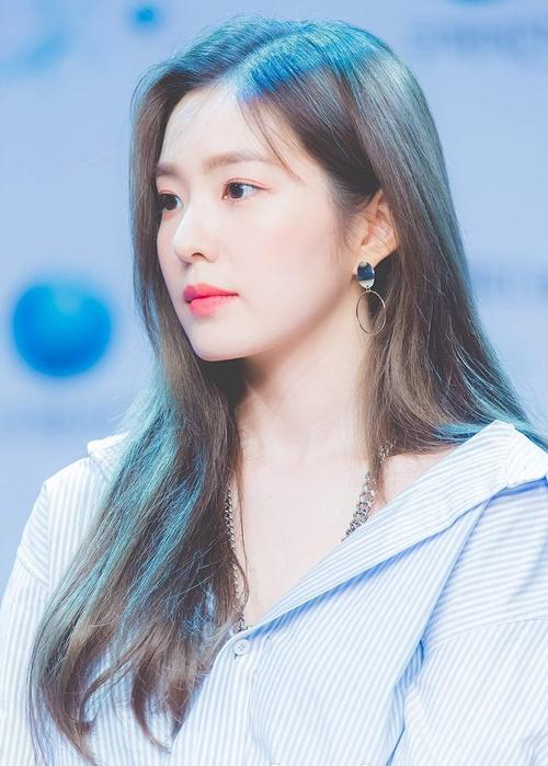 Irene tỏa sáng nhờ nhan sắc.