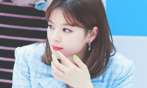 Idol Hàn thích sơn móng tay nổi bật, đối lập makeup 'sương sương'