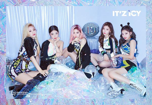 5 thành viên ITZY khoe visual xinh đẹp trong ảnh teaser.