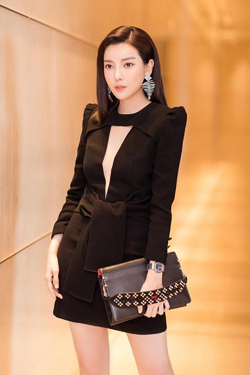 Cao Thái Hà diện cây đen quý phái dự sự kiện ra mắt phim mới.