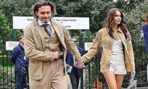 Cậu cả nhà Beckham mặc đồ như 'cụ già' đi xem chung kết Wimbledon