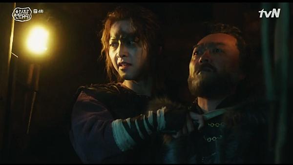 Eun Som vực lại tinh thần, cải trang để lẩn vào tộc Sae Nyuk vàbắt giữ Sanung làm con tin.