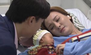 'Con trai' mẹ Thư: Cậu bé vừa lọt lòng đã đóng phim 'vạn người mê'