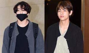 V - Jung Kook (BTS) mặc 'đồ đôi' tại sân bay về Hàn Quốc