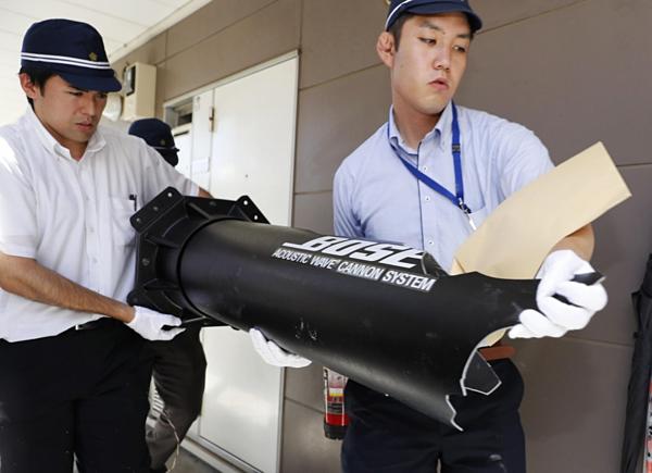 Cảnh sát Nhật khám xét căn hộ của Aoba. Ảnh: Kyodo.