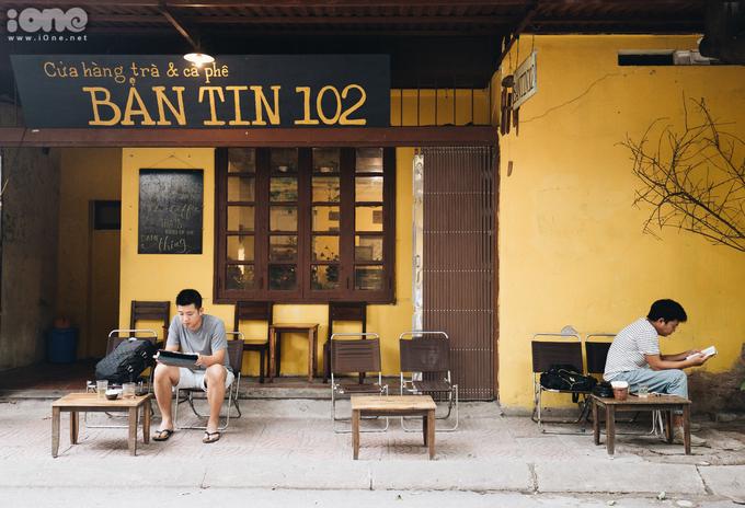<p> Nằm trên con phố Tô Hiệu, quận Cầu Giấy (Hà Nội), quán trà vàng rực rỡ đậm phong cách vintage này có tên là 'Bản tin 102'.</p>