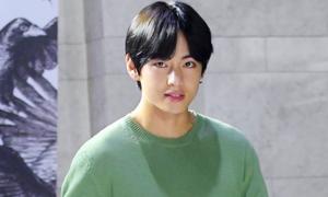 V (BTS) bất ngờ xuất hiện tại buổi chiếu phim khiến fan náo loạn