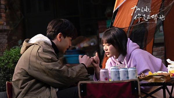 Cặp nam nữ chính của phim do Đặng Luân và Mã Tư Thuần đảm nhận.