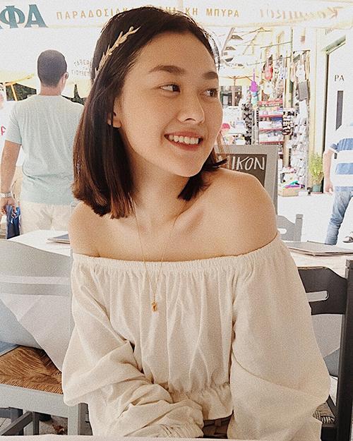 Hot girl một thời của THPT Phan Đình Phùng khi ra đường không cần kẻ mày, đánh mắt, chỉ cần tô son là đã toát lên nét kiêu sa.