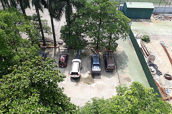 Bãi xe ký túc xá Học viện Báo chí & Tuyên truyền - nơi chiếc xe bus của Gateway mang theo Long đỗ lại suốt 9 giờ đồng hôm hôm 6/8.