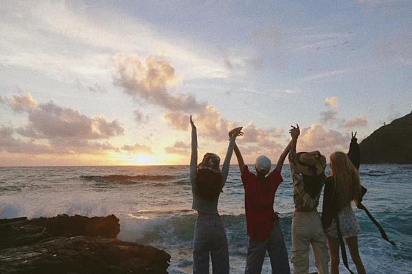 Ngày 8/8, các thành viên trong nhóm chia sẻ nhiều tâm sự xúc động nhân dịp 3 năm debut. Jennie viết trên Instagram: Có điều gì đó không hề thay đổi. 3 năm với 3 cô gái này đã mang lại rất nhiều niềm vui và những cuộc phiêu lưu cho cuộc đời tôi. Năm vừa qua đặc biệt tuyệt vời và tôi cảm thấy như chúng tôi đã trưởng thành rất nhiều. Tôi nóng lòng chờ đợi 30 năm tiếp theo cùng với tất cả các bạn.