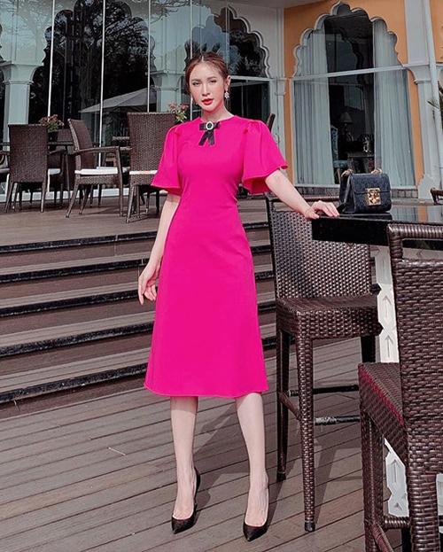 Diện váy hồng rực rỡ, Kelly Nguyễn hóa nàng tiểu thư.