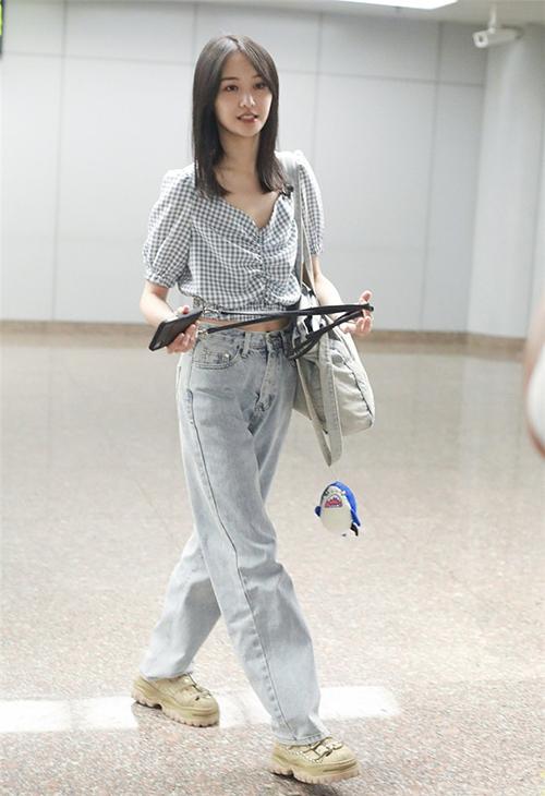 trinh-sang-thoi-trang-san-bay-3078-6269-1565758717.jpg