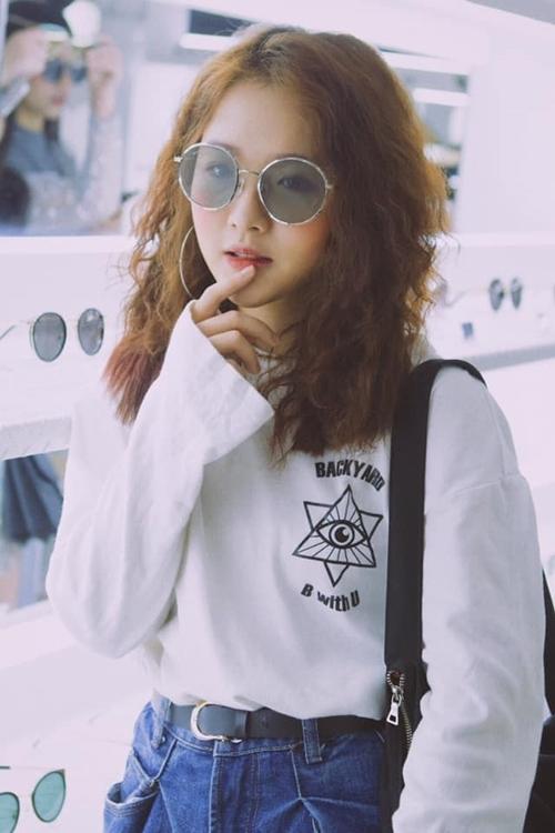 Style bụi phủi, cá tính của Lê Na ngoài đời thực.