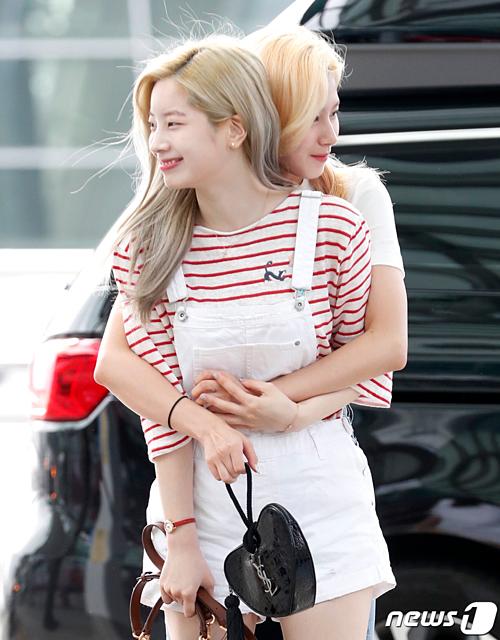 Khoảnh khắc thân thiết của Da Hyun và Sana.