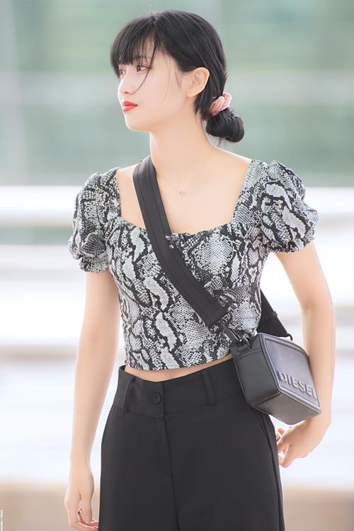 Twice - Black Pink ra sân bay: Jennie sexy, Tzuyu gây sốt với tóc mới - 10