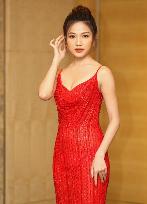 Ngoài đời, diễn viên Lương Thanh cũng yêu thích phong cách gợi cảm, tôn dáng.