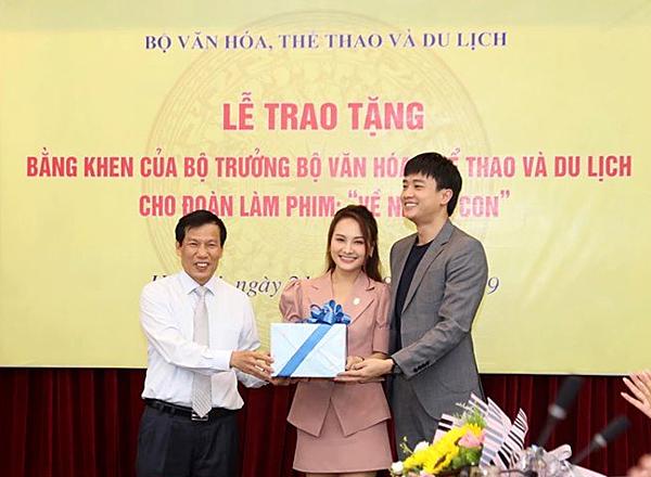 Quốc Trường, Bảo Thanh nhận quà trung thu từ Bộ trưởng thay cu Bon.