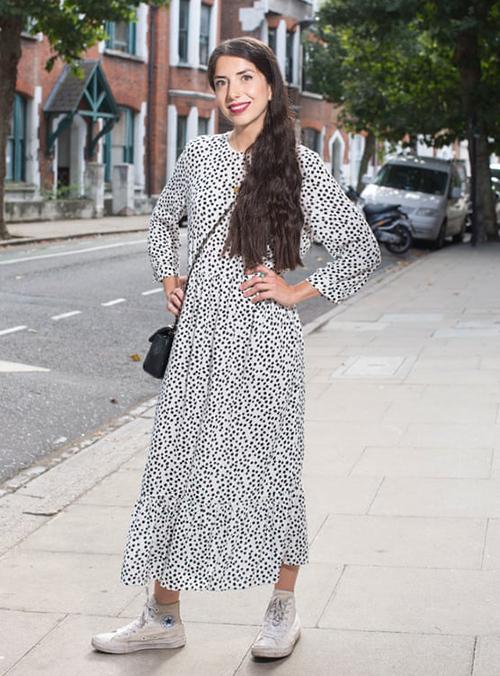 Váy được nhiều fashion blogger lăng xê.