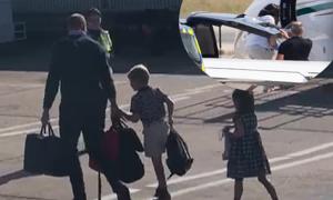 Gia đình Hoàng tử William đi máy bay giá rẻ