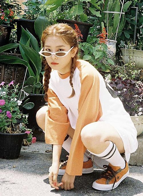 Mặc dù có chiều cao khiêm tốn, Seul Gi vẫn là gương mặt quảng cáo được nhiều nhãn hàng thể thaosăn đón. Sức hút của cô nàng trongđã giúp các thương hiệutăng doanh thu đáng kể. Nhiều người bình luận rằng, họ đã tìm mua sản phẩm chỉ vì Seul Gi.